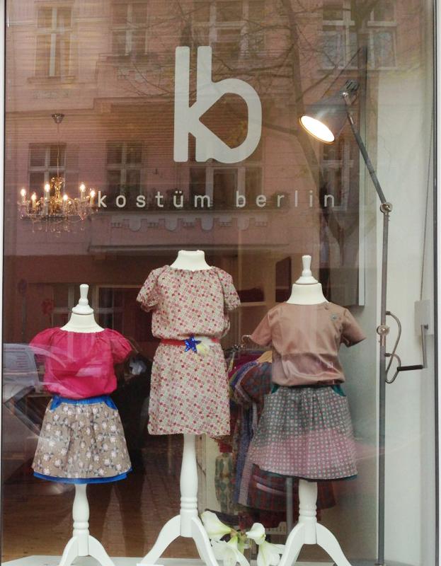 Kostüm Berlin Store von aussen